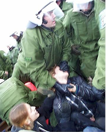 Allemagne : Transports atomiques au prix d'un Etat policier 1998-Raeumung-Gewalt