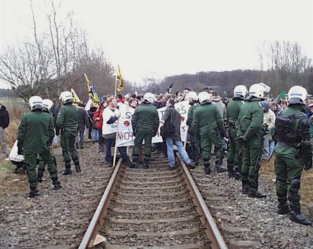 Allemagne : Transports atomiques au prix d'un Etat policier 19998-Schiene