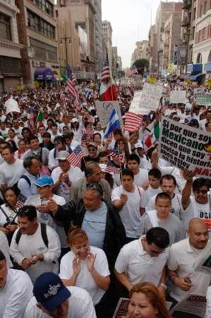 Marée humaine à Los Angeles contre une loi sur l'immigration Los_Angeles3