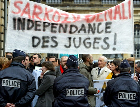 La corruption, gangrène de la démocratie - Page 2 Malaise_Juges