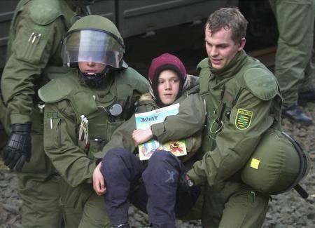 Allemagne : Transports atomiques au prix d'un Etat policier Asterix