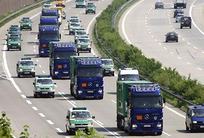Allemagne : Transports atomiques au prix d'un Etat policier Convoi-autobahn2