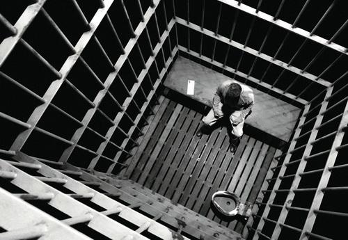 http://bellaciao.org/fr/IMG/jpg/en_prison.jpg