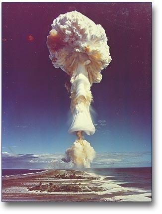 Bonne année ATOMIQUE Explosion_nuclaire