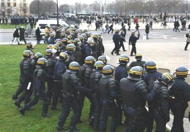 Témoignage sur la répression policière Police_invalides